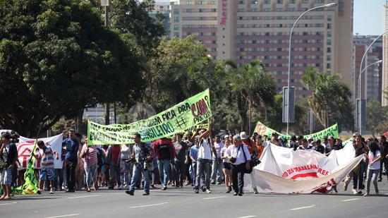 腾讯特评:理性国民和理智政府 抗议不损形象