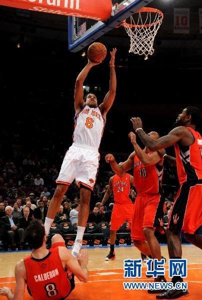 NBA常规赛:尼克斯胜猛龙[组图]