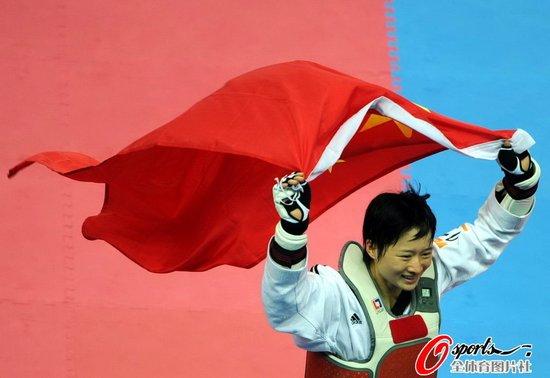 吴静钰13-1大胜日本选手 49公斤级成功卫冕
