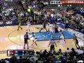 视频:湖人vs小牛 科比对方头顶传加索尔上篮