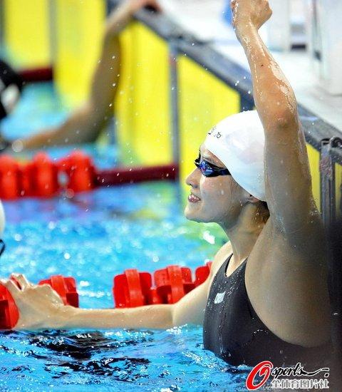 女子50米蛙泳 中国双保险揽金银王然迪险胜