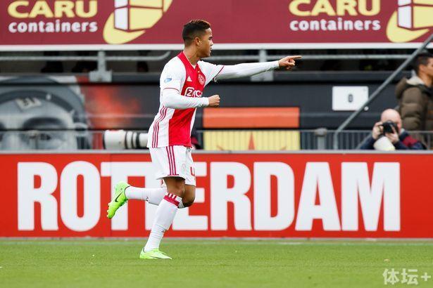 荷兰射手的传承 小克鲁伊维特迎首球超越其父