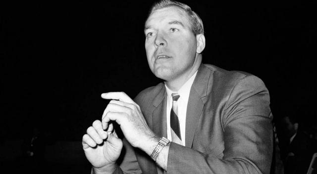 历史上的今天:三将出生 首位最佳教练得主去世