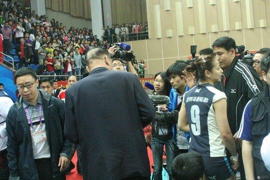 王茜:这是全国最高水平赛事 没想到裁判这样
