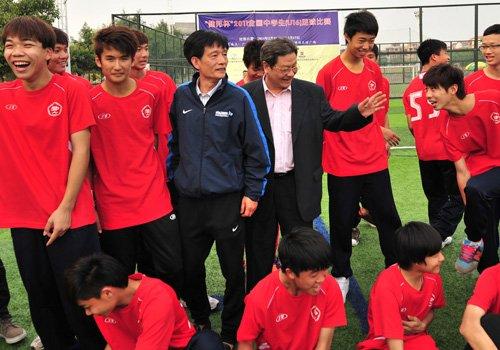 校园足球名校交流比赛 11名优秀球员留洋培训
