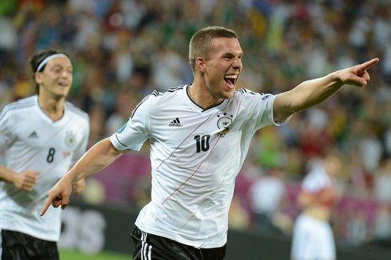 欧陆最年轻百场先生诞生 德国神锋闪电球庆祝