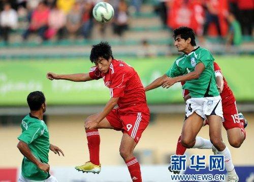 男足小组赛:中国香港胜孟加拉国(组图)