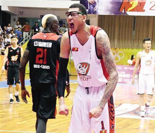 他身患重疾曾失去右眼 却坚守篮球梦从未放弃