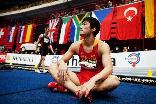 瑞典赛60米栏刘翔抢跑被罚下 罗伯斯轻松夺冠