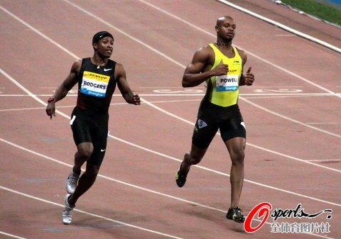 男子百米鲍威尔9秒95夺冠 劳义力压日本名将