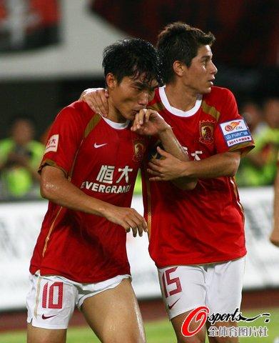 广州4-1深圳延续不败 郑智两球郜林孔卡建功
