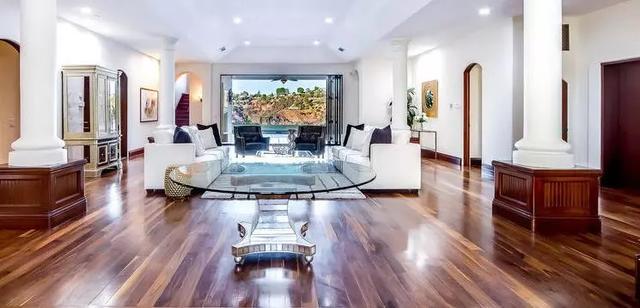 动图秀:NBA球星钟情豪宅 亏本出售难阻买房热情