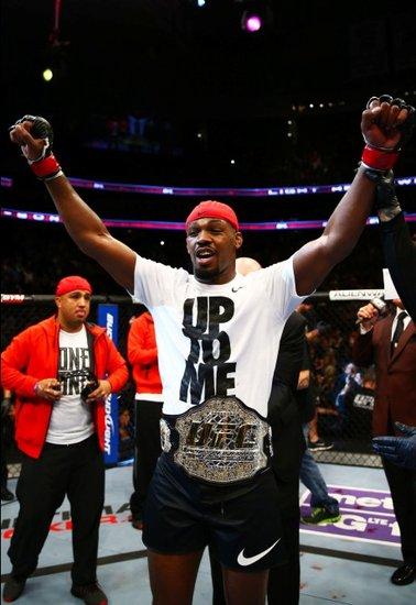 UFC159综述:琼斯TKO松恩 5次卫冕平提托纪录