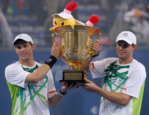 布莱恩兄弟卫冕中网男双 豪取职业生涯第66冠