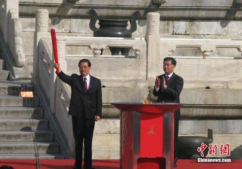 胡锦涛点燃主火炬 广州亚运火炬传递仪式启动