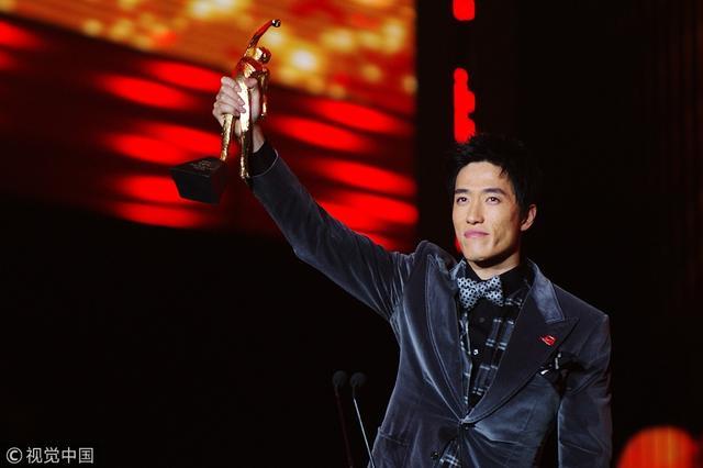 体坛风云人物奖杯形象是田径人 刘翔曾5次获奖