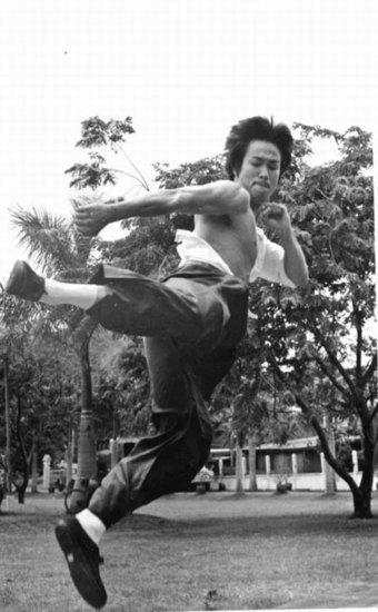 李小龙1秒KO挑战拳师 PK泰拳手传闻不攻自破