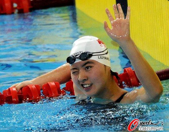 图文:焦刘洋夺200米女子蝶泳冠军