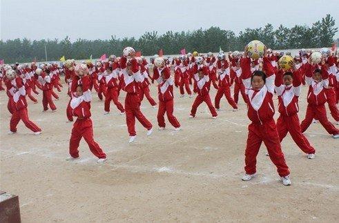 武汉宿迁足球枫叶校园节师生精心编排小学操小学足球面试大兴图片