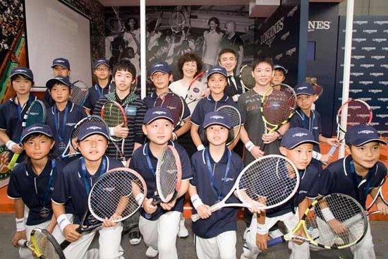 参加强国少年网球训练营 赢意大利超级杯奖品