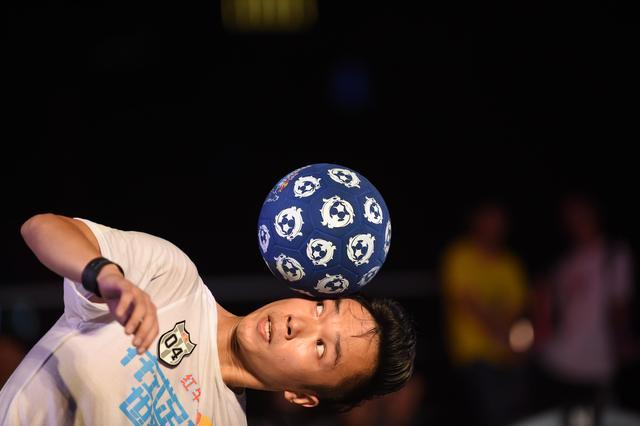 红牛花式足球世界杯广州站 兄弟连进军总决赛图片