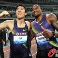 组图:刘翔祝贺奥利弗夺冠 与大史相拥打气