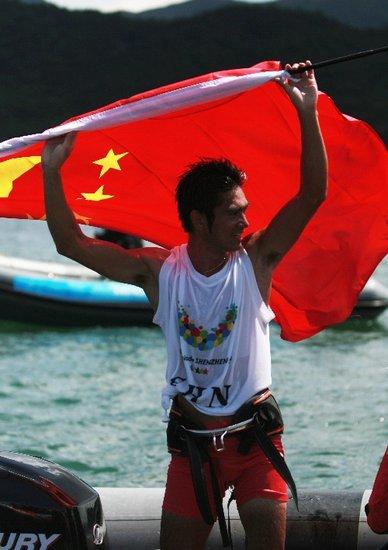 大运会帆板男子RS:X级 中国队方镇南轻松摘金