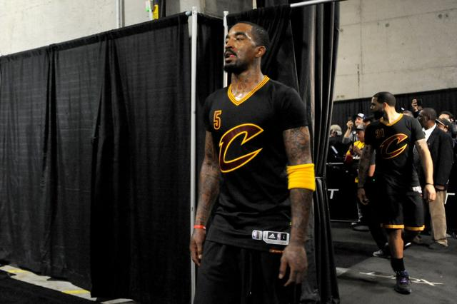骑士JR发推示威:我天赋不高 但能做好投篮选择