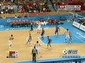 视频:男篮小组赛 王治郅休息现场观众玩人浪