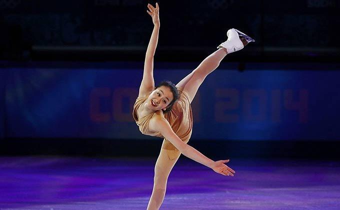 冬奥会花样滑冰表演滑 浅田真央俏皮可爱