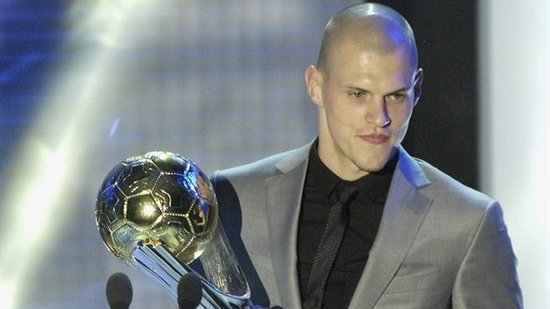 利物浦铁卫荣膺斯洛伐克足球先生 两天捧两杯
