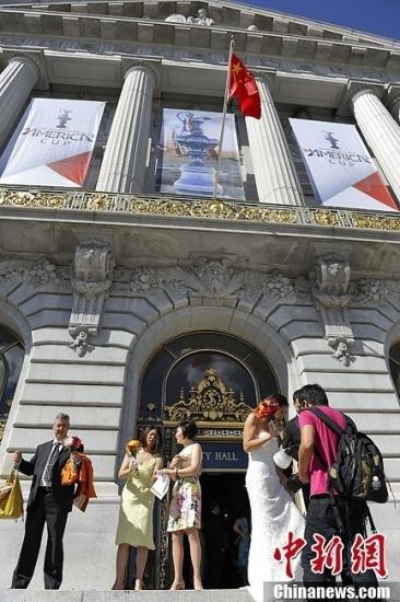 金州勇士队访华在即 旧金山市政府升五星红旗
