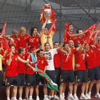 联手世界冠军西班牙