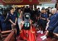 视频:阿森纳抵达杭州受热捧 行程匆忙无间隙