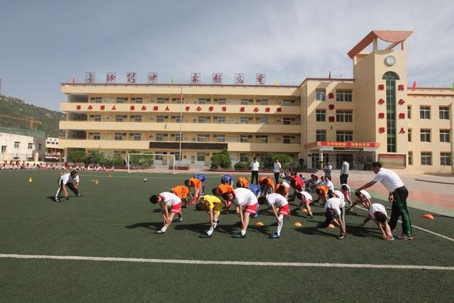 足球要从校园抓起 西安体院开展校园足球工程