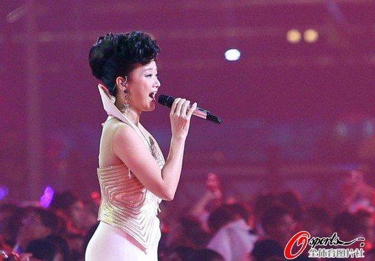 宋祖英登场献唱《微笑》 亚运开幕式圆满落幕