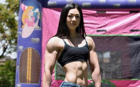 网友称为萝莉脸魔鬼肌肉美女的韩国健身教练池妍玉