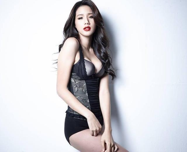 张宗宪女友塑身衣写真