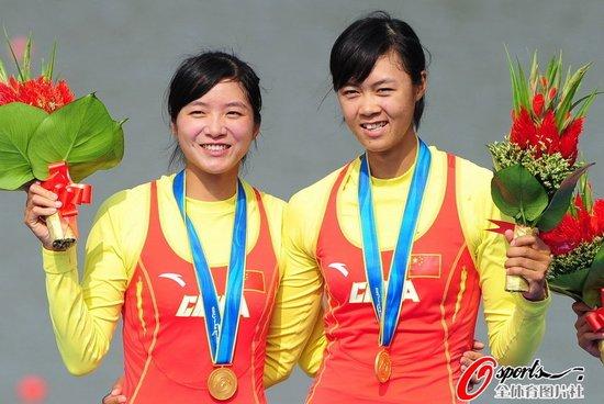 赛艇队连下三冠 中国代表团收获本届第100金
