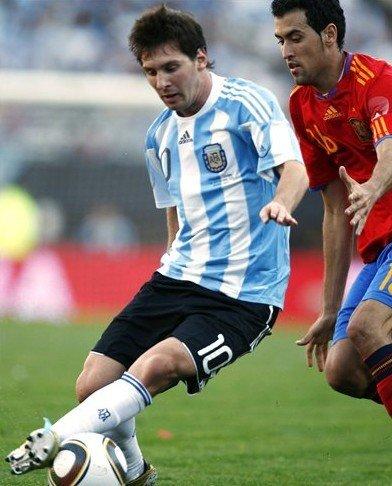 梅西78米奔袭断10月噩梦 阿根廷再为英雄欢呼