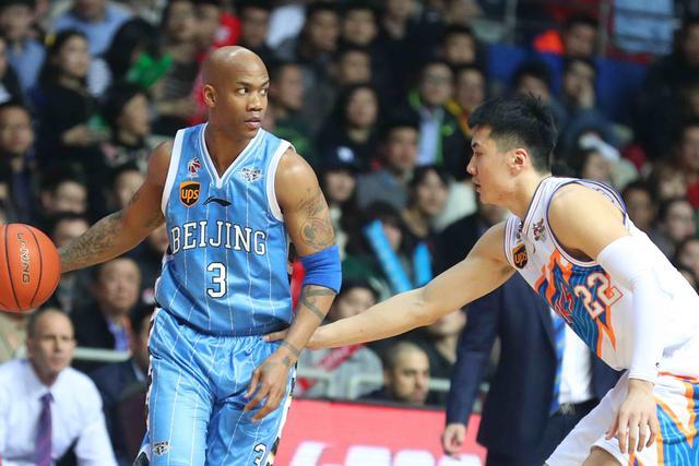 单外援北京3分险胜上海仍排名第9 马布里34分