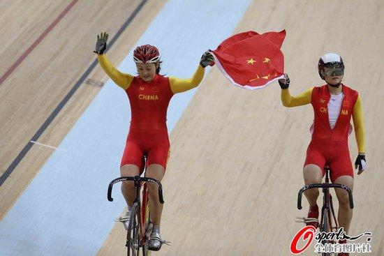自行车女子争先赛-郭爽战胜对手 夺中国79金