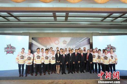 中国冰球队伍加入大陆冰球联赛 探索发展新模式