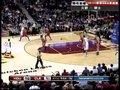 视频:火箭vs骑士 萨米尔斯篮下耍横勾手强攻
