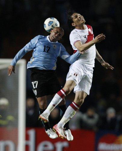 秘鲁双星难撼乌拉圭 队长恶意肘击恐遭追罚