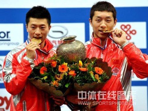 视频:马龙/许昕4-1首次夺冠 国乒男双十连冠
