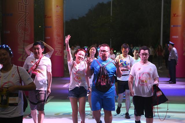 广州跑友偏爱夜跑 特步企鹅跑将掀起酷跑热潮