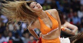 高清:篮球宝贝大秀丰满身材 高抬腿极致诱惑