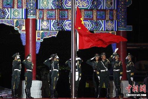 大运会闭幕式花絮:棉花糖·竹杠舞·国旗秀