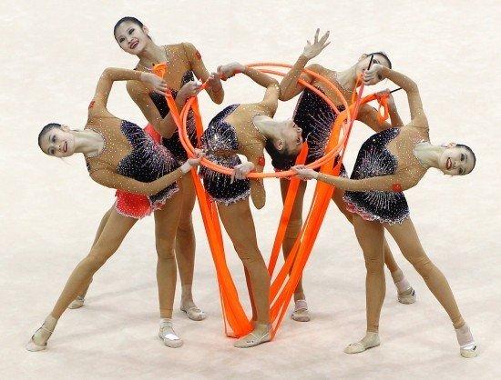 艺术体操集体(3带+2圈) 中国队力压群芳夺冠